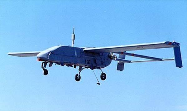 Malé letadlo a velká vzducholoď