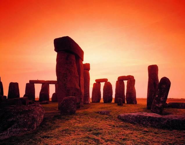 Laser objevil malby ve Stonehenge