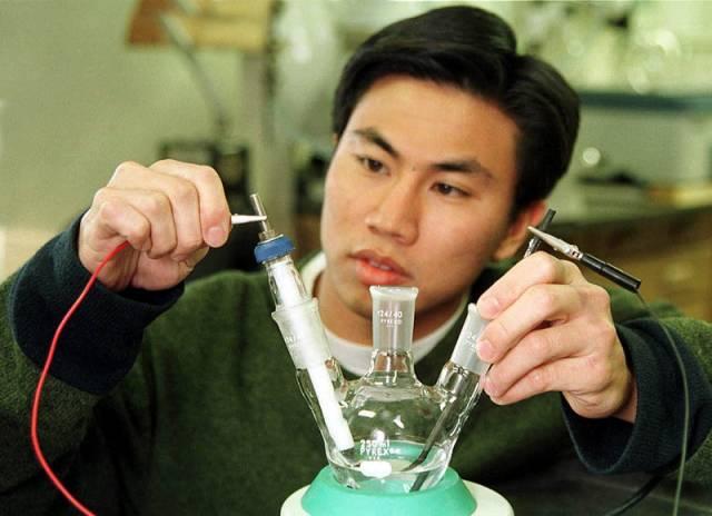 Vodík z alkoholu i z vody
