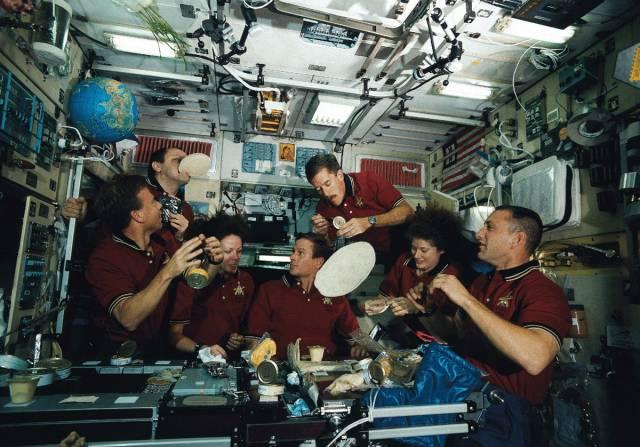 Co dnes mají kosmonauti k obědu?