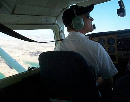 """Povolání pilota má svá rizika. Svědčí o tom i nejnovější výzkum islandských odborníků o vlivu kosmického záření na zrak mužů, kteří pracují """"v oblacích""""."""