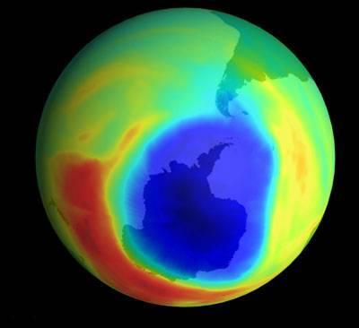 Čím hrozí díra do ozónu?