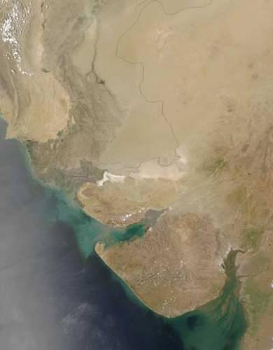 Na to, aby se proměnila tvář krajiny, nejsou třeba dlouhé roky. Jsou místa, která se promění během několika málo let, ba dokonce i během jediné sezónyGudžarát je jeden z osmadvaceti indických spolkových států.