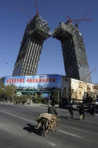 Unikátní stavba roste v současnosti v Pekingu. Buduje se zde nové centrum čínské televizní společnosti China Central Television.
