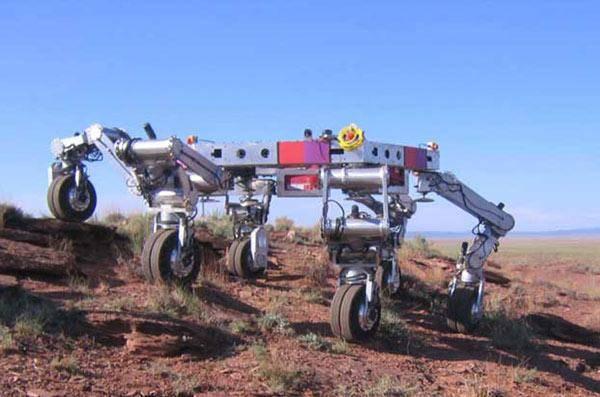 NASA vyvíjí obřího robota, který by měl převážet budoucí obyvatelnou základnu na Měsíci.