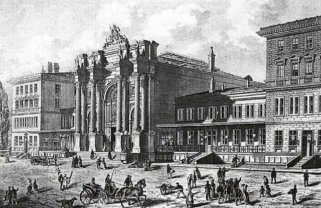 Železniční nádraží Těšnov v pražském Karlíně bylo vybudováno v letech 1872 - 75 v v blízkosti tzv. Petrské, nebo také Poříčské brány. Nádraží bylo dílem českého architekta Karla Schlimpa, profesora na vídeňské technice.