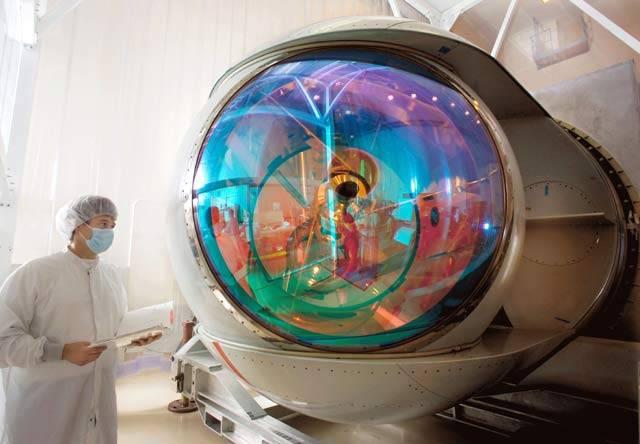 Testování nového zbraňového systému na palubách svých letadel spustila letecká společnost Boeing. Jde o chemický, kyslíko-jódový laser, který využívá infračervenou část světelného spektra a není tedy viditelný lidským okem.