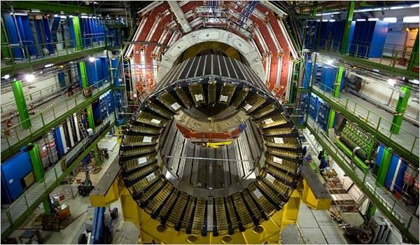 Dnešního dne, tedy 10.9. v 9 hodin ráno,  byl uveden do chodu největší urychlověč částic LHC (Large Hadron Collider) v laboratořích pro výzkum částic CERN nedaleko švýcarské Ženevy. Jedná se o  projekt, který lze bez nadsázky označit za jeden z největších vědeckých projektů v dějinách lidstva.