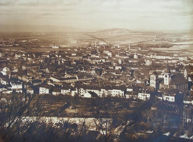 Severočeské město Most je čtrnáctým největším městem v republice. V současnosti v něm žije 70 tisíc obyvatel. Vzhledem ke své příhraniční poloze má toto město velmi pohnutou historii. Ovšem nejvíce se na něm podepsal fakt, že leželo na bohatých nalezištích hnědého uhlí.