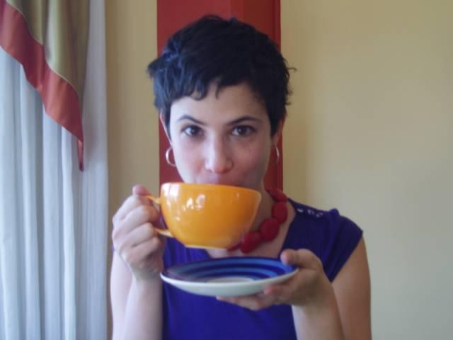 Šálek vroucí kávy v rukou – to je nejlepší způsob, jak dát kolegům v práci najevo, že jste milí a přívětiví lidé, kterým na druhých záleží. K tomuto závěru došla studie amerických psychologů.