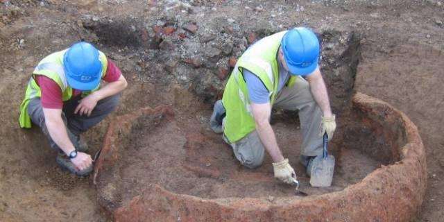 """Archeologické výzkumy v izraelské Galileji (mimo jiné rodiště Ježíše z Nazareta) přinesly v nedávné době zajímavý objev. Vědci zde odkryli řadu hrobů, mezi nimiž vynikal hrob ženy, který byl vybaven nezvyklým počtem hodnotných darů. Archeologové mají za to, že tato žena hrála v dobové společnosti roli """"šamanky""""."""