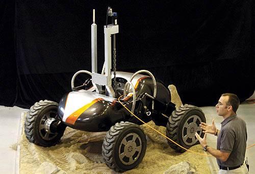 Výlet na Měsíc, který roboty Scarab čeká, bude jistě velmi náročným úkolem. Připravit se na něj musí nejen roboti sami, ale hlavně výzkumné týmy, které doladí poslední konstrukční detaily.