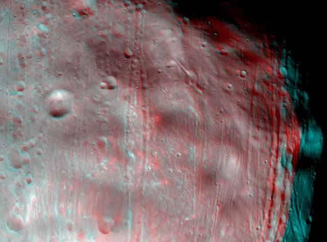 Vůbec poprvé může spatřit oko člověka zblízka a ve vysokém rozlišení jeden ze dvou měsíců planety Mars  – Phobos. (Druhý Marsův měsíc nese jméno Deimos).