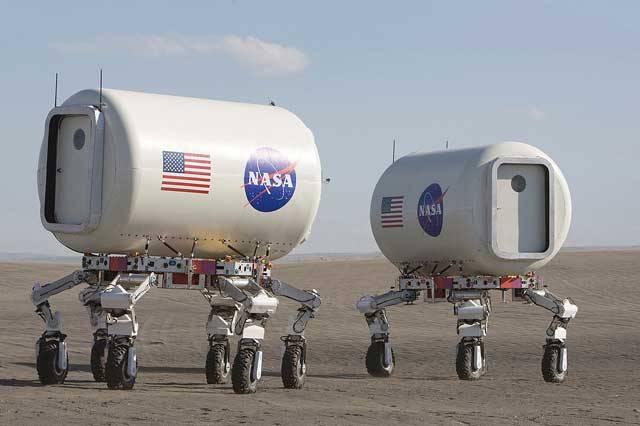 Návštěvníci jednoho z výletních míst poblíž jezera Moses Lake v americkém státě Washington mají občas co dělat, aby jim nevypadly oči z důlků. Na tamějších písečných dunách se totiž prohánějí podivná vozítka, kolem kterých pobíhají postavy ve skafandrech. Scény jako z vědeckofantastického filmu. Kosmická agentura NASA zde totiž testuje vybavení pro příští vesmírné mise.