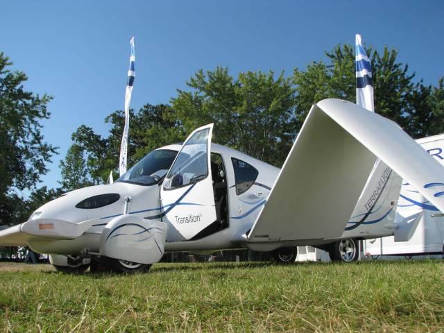 Spojení vlastností auta a letadla je snem konstruktérů už od doby Verneova Robura Dobyvatele. Pudí je k tomu nejen fantazie, ale zejména praktické důvody. Většina malých amerických letišť totiž nemá napojení na jiné způsoby přepravy. Piloti letadel by díky novým prototypům mohli v budoucnu  dojet domů stejným strojem, ve kterém přiletěli.