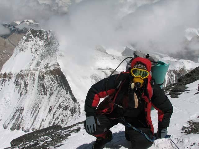 Že horolezectví je jeden z nejnebezpečnějších sportů asi těžko někoho překvapí. Největším rizikem pro horolezce však nejsou třeba problémy s dýcháním. Mezinárodní vědecký tým vedený Paulem Firthem z Massachusettské univerzity v USA dospěl k závěru, že doslova strašákem pro každého horolezce, který se vydá do nadoblačných výšin, je otok mozku.