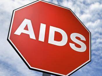 O zastavení nebo alespoň zpomalení pandemie AIDS v zemích subsaharské Afriky se snaží vědci z celého světa.  Díky práci amerických chemiků jsme nyní o krůček blíže k vyrobení gelu, který by dokázal virus zablokovat dříve, než se dostane do těla.