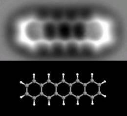 Vědcům z výzkumného centra IBM v Curychu se nedávno podařilo získat první trojrozměrný obrázek jediné molekuly velké pouhých 1,4 nanometrů! Tento objev napomůže dalšímu vývoji v oblasti nanotechnologií, které najdou své uplatnění zejména v elektronických zařízeních či při výrobě léků.