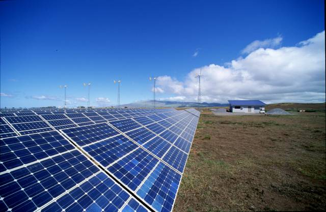 V honbě za co nejvyšší efektivností solárních fotovoltaických článků padl v nedávné době další rekord. Tým vědců z univerzity Nového Jižního Walesu v Sydney nedávno oznámil, že se mu podařilo sestrojit článek, který pracuje s efektivitou celých 43%!