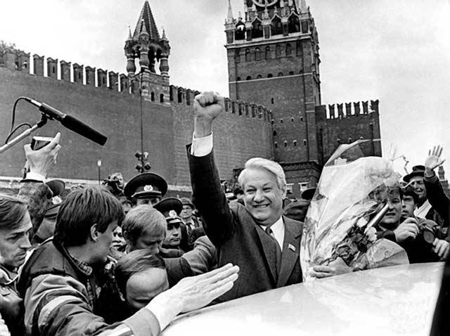 Dvacáté století bylo stoletím rušným. Vzhledem k mnoha geopolitickým změnám státy vznikaly a zanikaly, a to nejen třeba ve třetím světě, ale i v Evropě. Jen Československo nebo Jugoslávie zanikly během 20. století hned dvakrát. A rozpadnout se dokázala i taková supervelmoc, jakou byl Sovětský svaz…
