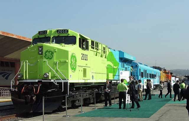 Na téma, že železniční doprava je šetrná k životnímu prostředí, byly již popsány tisíce stránek. To ovšem neznamená, že není co zlepšovat. Ve Spojených státech už brzy na železniční tratě vyrazí lokomotiva, která se bez příkras může pochlubit adjektivem ekologická.