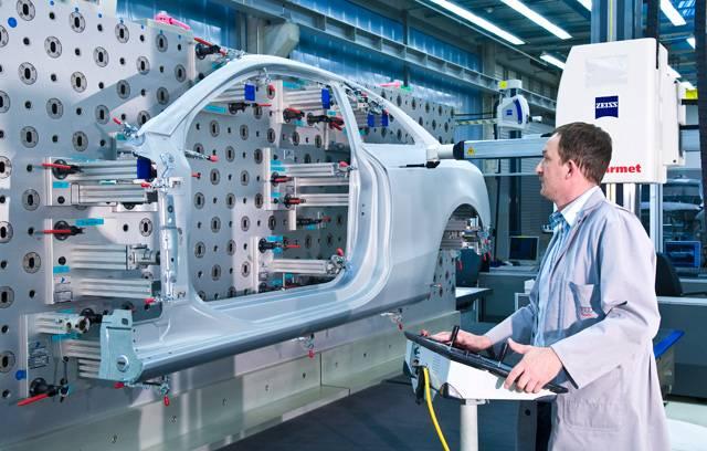 Ve slavné dětské knížce Karlík a továrna na čokoládu vyhraje hlavní hrdina neuvěřitelnou cenu. Smí se podívat přímo do továrny! Podobný pocit zažíval náš redaktor, když mu bylo dovoleno poodhrnout závěs, za nímž se v německém Ingolstadtu vyrábějí jedna z nejdokonalejších aut na světě, vozy Audi.