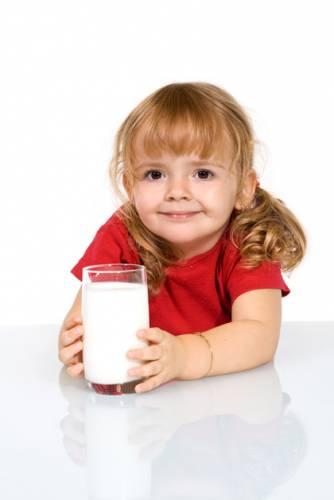 """Osudy jednotlivých lidí i celých civilizací mohou často ovlivnit i zdánlivé drobnosti. Jednou z takových """"drobnůstek"""" bylo, že se člověk naučil trávit kravské mléko. Tuto schopnost však dodnes nemají všichni lidé. Podle nedávného zjištění byli ti první nejspíše stejně jako my Středoevropané."""