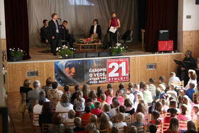 Časopis 21. STOLETÍ byl hlavním mediálním partnerem ojedinělé akce – XXII. Mezinárodního kongresu účastníků kosmických letů. Na kongres se sjelo minulý měsíc do Prahy přes 50 kosmonautů a astronautů z celého světa.