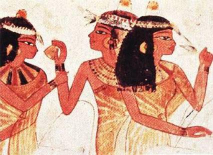 Krásný obličej egyptské královny Nefertiti si snad neumíme představit jinak než s výrazným make-upem a očními stíny. Francouzští vědci nedávnou přišli s teorií, že oční stíny nesloužily pouze k ozdobě, ale i jako lék proti bakteriálním infekcím.