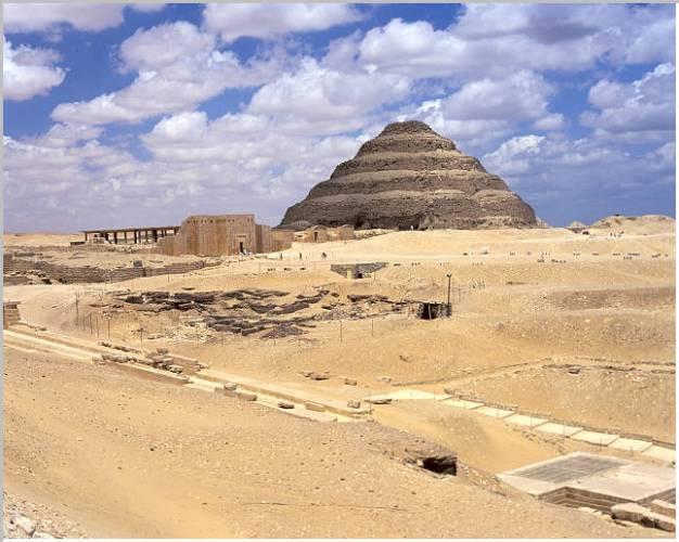 """Přesné datování událostí v dlouhých a přebohatých dějinách starého Egypta je věcí velmi nesnadnou, nad níž musí spolupracovat vědci mnoha oborů. Mezinárodní tým odborníků nedávno publikoval studii, v níž se spojil s dávným """"přítelem"""" všech archeologů a paleontologů - radioaktivním izotopem uhlíku 14C."""