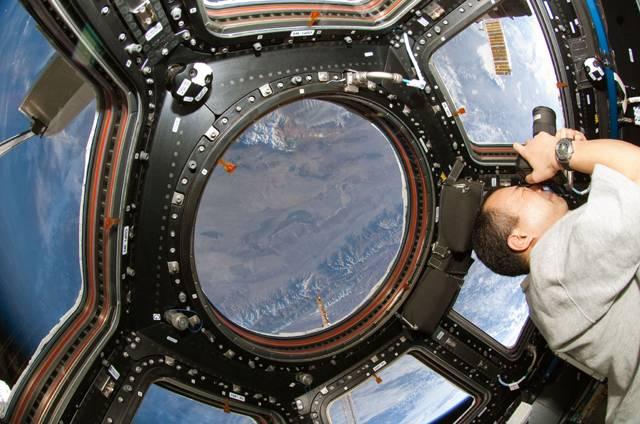 Počátkem jara letošního roku byl na Mezinárodní kosmickou stanici ISS namontován nový modul, který umožňuje kosmonautům panoramatickou vyhlídku do všech stran. Modul, nazvaný Cupola, má šest lichoběžníkových oken a jedno středové okno kruhového tvaru, které je svými rozměry na vesmírné poměry skutečným unikátem, neboť měří 79 centimetrů.