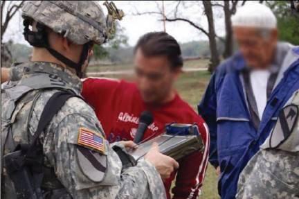 Na prašné cestě v Afghánistánu zastavuje auto s vojenskou posádkou. Ztratilo se a potřebuje nalézt cestu zpět na základnu. Muž, jehož se vojáci snaží doptat na cestu, však ovládá pouze místní jazyk paštu. Američané však mají naštěstí v ruce šikovnou věcičku - překladač mezi oběma jazyky zabudovaný do chytrého telefonu.