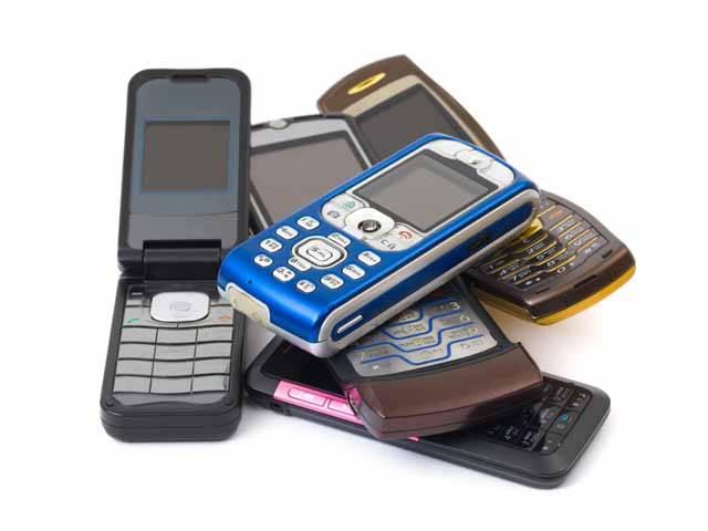 Od chvíle, kdy mobilní telefony začaly dobývat svět, se vědecká obec rozdělila na dvě části. Ta první tvrdí, že mobily mohou způsobovat zdravotní komplikace, druhá část je přesvědčena o tom, že je to nesmysl.