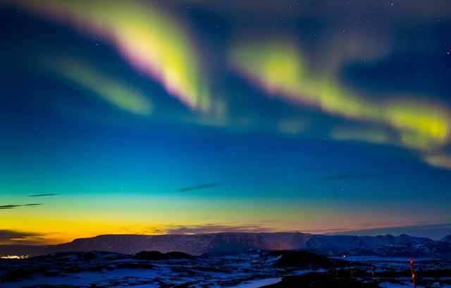 Maximum sluneční aktivity, které nastane pravděpodobně v květnu roku 2013, dělá lidstvu vrásky už několik let. Katastrofičtí proroci věští zkázu světa jako obvykle, ale co všechno, proč a jak se může stát ve skutečnosti? Lze vůbec následky odhadnout a jsme schopni se na projevy zvýšené sluneční aktivity připravit?