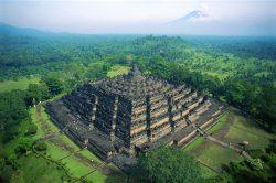 Tajemný chrám pohlcený džunglí: Největší buddhistická stavba světa