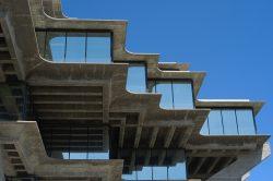 Obrazem: Architektonický styl plný betonu