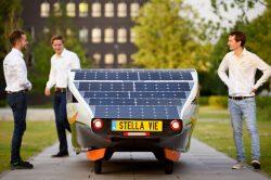 Auta, která šlapou na solární energii, ujedou stovky kilometrů
