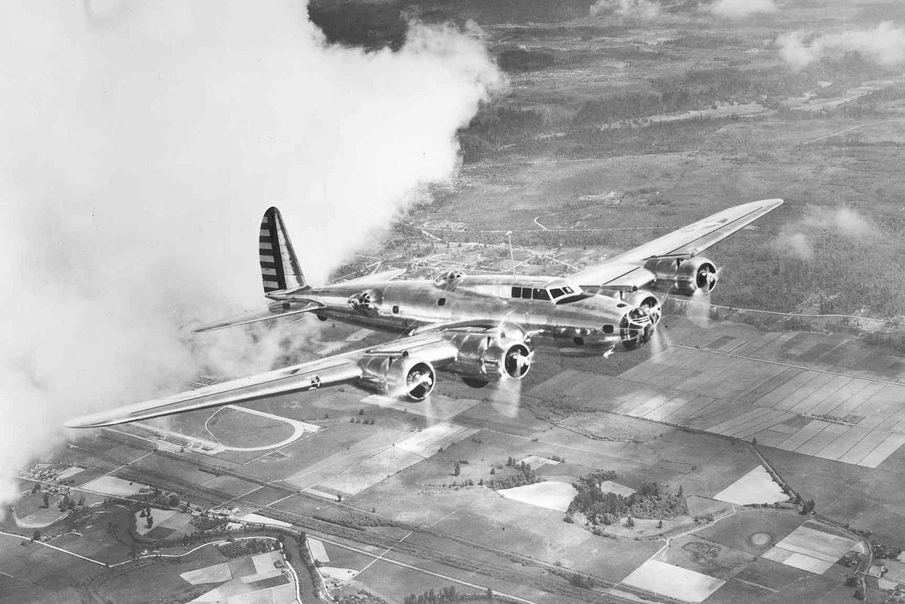 1280px-Boeing_Y1B-17_in_flight
