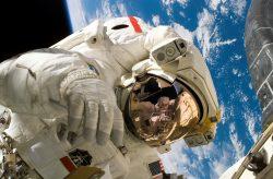 NASA řeší problém: Má málo skafandrů
