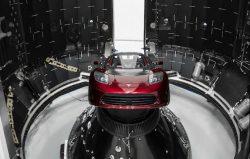 Tesla Roadster poletí do vesmíru začátkem února