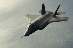 Piloty letounů F-35 čeká testování obřího letového simulátoru