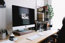 Moderní prostor pro práci? Minimalistická, ale funkční kancelář