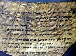 Archeologové objevili dosud neznámé části svitků od Mrtvého moře
