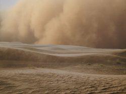 Peking zahalila oranžová mlha