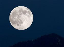 V pondělí nastane úplné zatmění Měsíce, společně se superúplňkem
