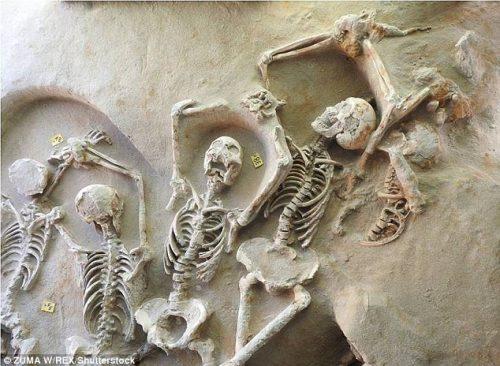 V Athénách odkryt záhadný masový hrob