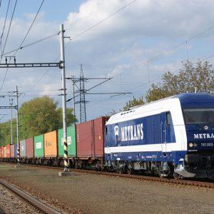 761-002-s-vlakem-metransu