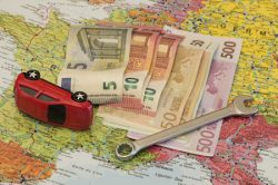 Nebezpečí na prázdninových silnicích: špatně uložený náklad