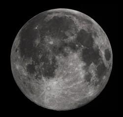 """Dlouholetá záhada """"života"""" na Měsíci vyřešena"""