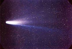 Chaotická dráha Halleyovy komety byla vysvětlena